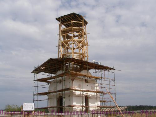 Заканчивается строительство часовни во имя Святого князя Владимира, расположенной на территории кладбища села Загорново Раменского района Московской области.