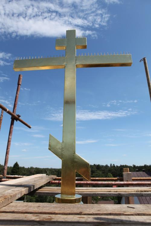 06 июня 2015 г. был установлен крест на колокольне храма Державной иконы Божией матери поселка Кратово